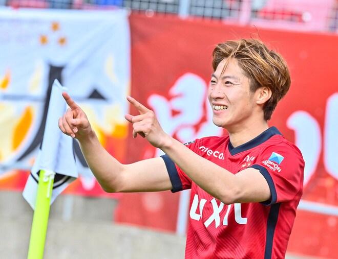 鹿島、横浜FMに大勝!(1)土居聖真のハットを呼び込んだ「後半の戦術変更」の画像045
