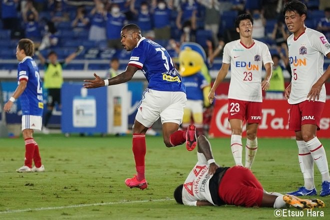 原悦生「横浜FMー広島 追い上げろマリノス!」PHOTOギャラリー「サッカー遠近」の画像004
