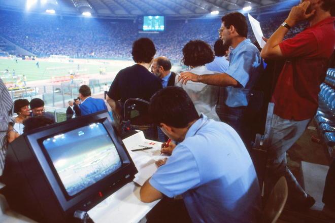 大住良之の「この世界のコーナーエリアから」第53回「サッカー記者の50年(石器時代から現代へ)」(1) 「ZOOMとノート」と「12時間の重労働」の画像001
