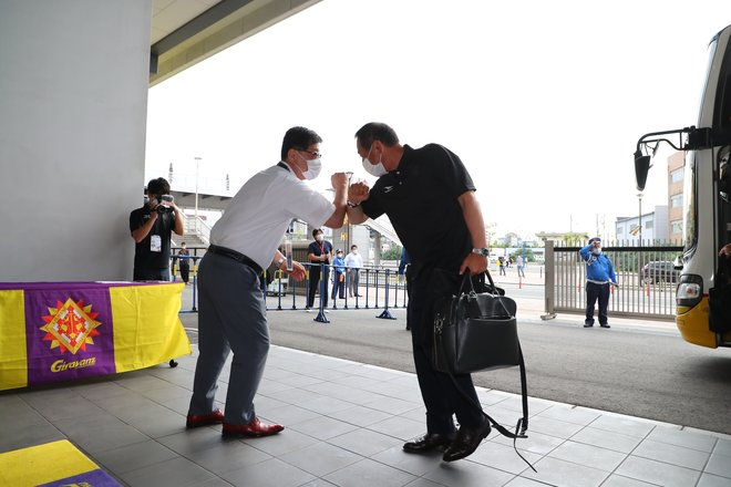 J3からJ1へ!ギラヴァンツ北九州・小林監督直撃インタビュー(1)勝つために「前から守備をする」の画像001