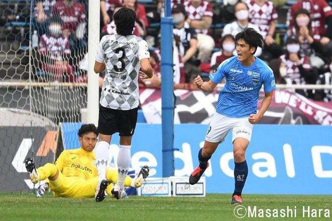 カズVSイニエスタ「レジェンド競演」7000人の目撃者 横浜FCー神戸 PHOTOギャラリー「ピッチの焦点」の画像007