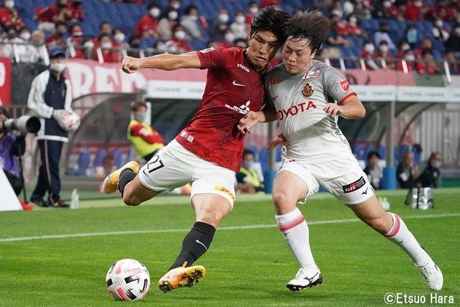 「レッドカードの追い打ち」原悦生PHOTOギャラリー「サッカー遠近」 浦和ー名古屋の画像003