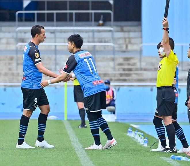 川崎、23戦無敗!(1)横浜FCを完璧にハメた「今季最強の前進プレス」の画像041