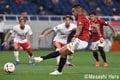 PHOTOギャラリー「ピッチの焦点」「浦和ー広島 白×赤ユニフォームと因縁を超えて」の画像001
