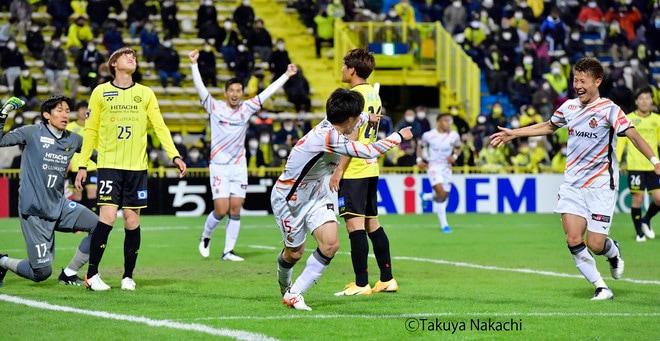 名古屋グランパス、タフに3連勝!(3)サイドを制するために「5-4-1」変更の画像026