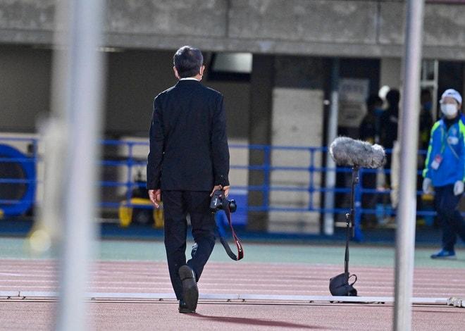 湘南―川崎で珍事! 村井満チェアマンがカメラマンとして川崎を撮影していた!の画像003