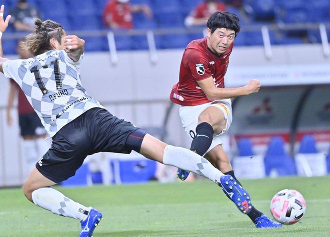 """浦和レッズ「最大級の死角」サイドの視点(1)""""出口""""を失ったボールの画像001"""