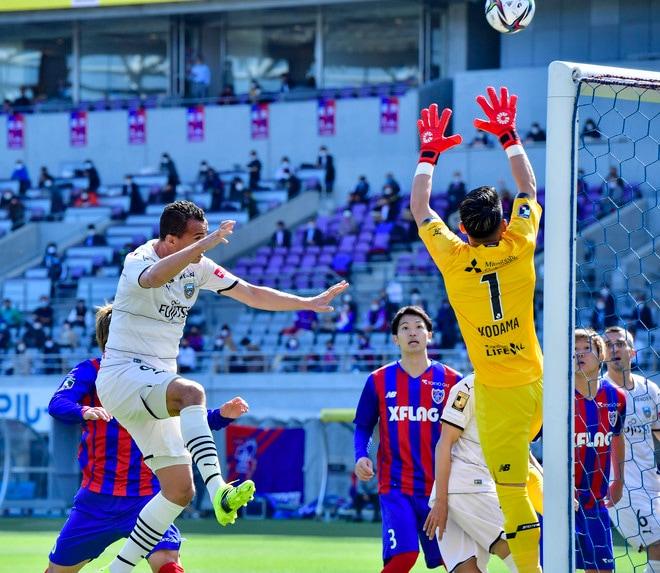 川崎、多摩川クラシコで圧倒!(3)試合の流れを変えかけた「1万7000人の観衆」の画像033