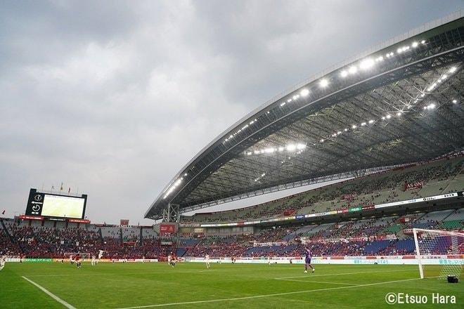 「レッドカードの追い打ち」原悦生PHOTOギャラリー「サッカー遠近」 浦和ー名古屋の画像001