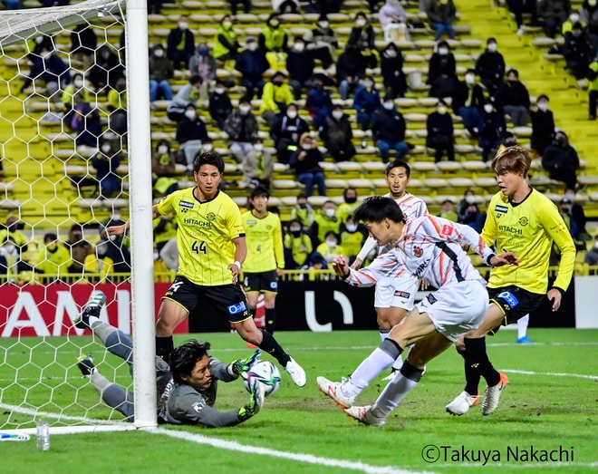 名古屋グランパス、タフに3連勝!(3)サイドを制するために「5-4-1」変更の画像019
