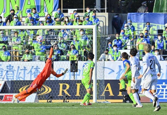 G大阪、総力戦で「2位」死守!(1)苦戦チームをけん引した「パトリックの強靭プレー」の画像022