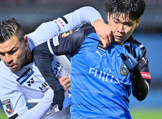 「日本代表」新戦力のプレースタイル(1)山根視来「川崎の強さを生み出す攻撃的サイドバック」の画像005