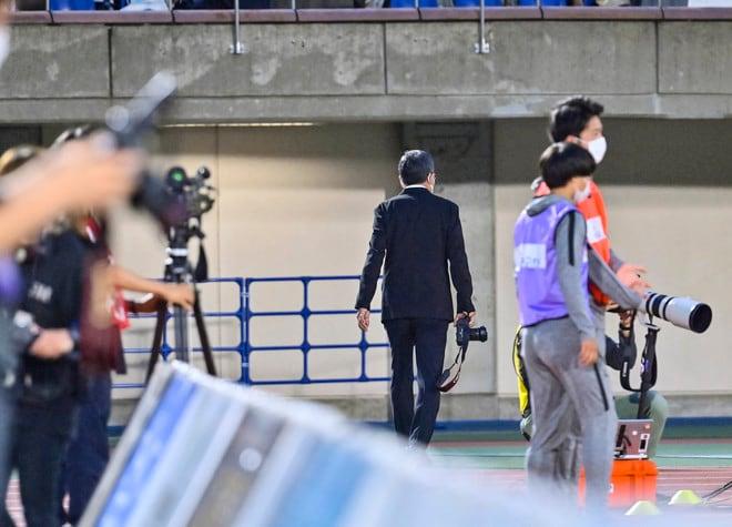 湘南―川崎で珍事! 村井満チェアマンがカメラマンとして川崎を撮影していた!の画像004