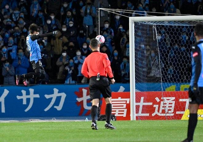 中村憲剛、等々力最終戦!(2)「試合後のピッチで主審から渡された物」の画像022