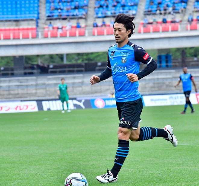 川崎、23戦無敗!(1)横浜FCを完璧にハメた「今季最強の前進プレス」の画像049